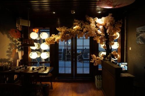 广州店铺装修的横带和装饰细节